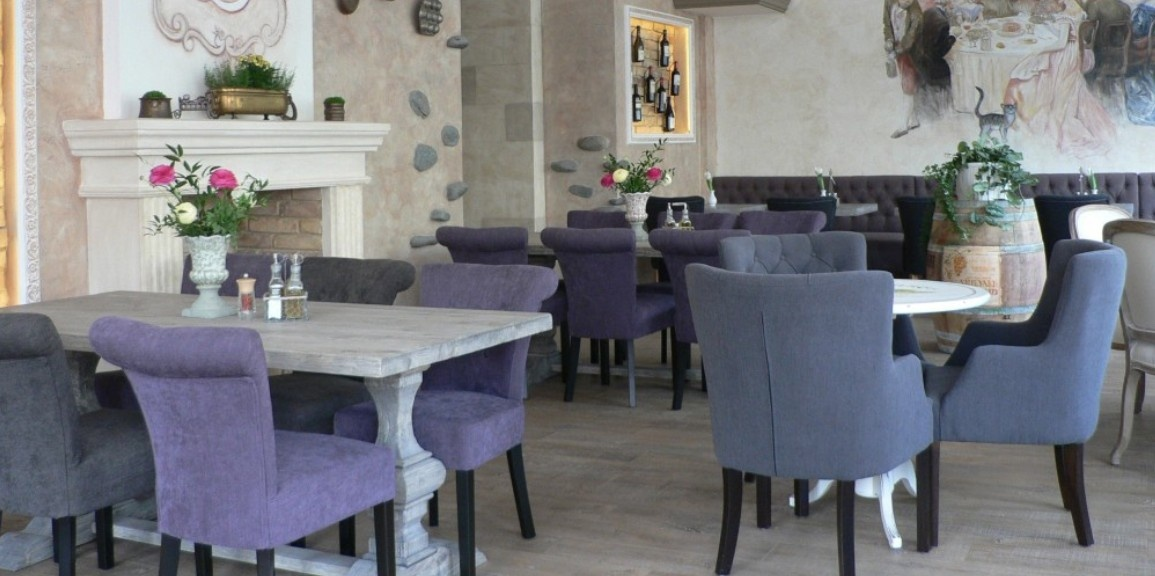 887040c65 Reštaurácia KORZO, Bratislava. Čalúnenie na mieru · Zariaďovanie interiérov